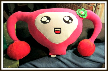 EDITADO CUTERUS THE ADORABLE UTERUS PILLOW DE NICE RICE SHOP