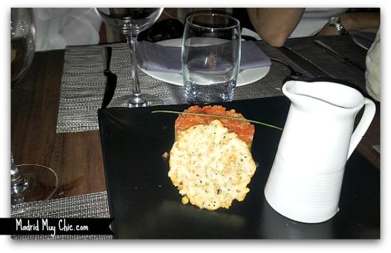 tartar de tomate aguacate y salmón marinado con salmorejo editado