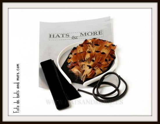Qué tal este kit para hacer tu propia diadema de plumas?