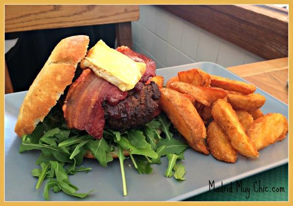 La hamburguesa es una de las mejores que ha probado últimamente, según mi acompañante