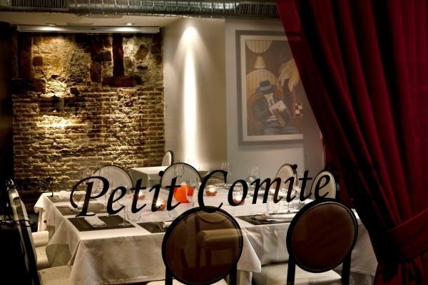 En Petit Comité tienen un reservado ideal para grupos grandes, aunque también se puede alquilar el local entero para un evento privado.