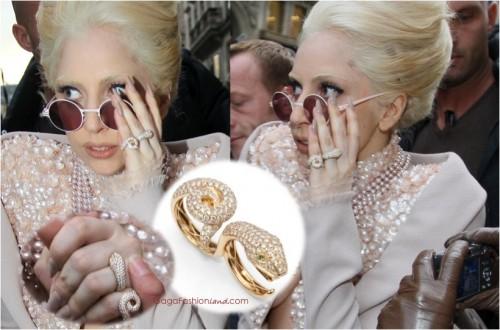 ¿Qué os parece este CAPRICHAZO de Lady Gaga? Hecho en Nicols, forma parte de una famosa colección creada en los 70 con inspiración animal. Se trata de un anillo para dos dedos con una serpiente en oro amarillo y brillantes. Todo un orgullo para la firma que se consolida en el mercado internacional con especial predilección entre las celebrities.