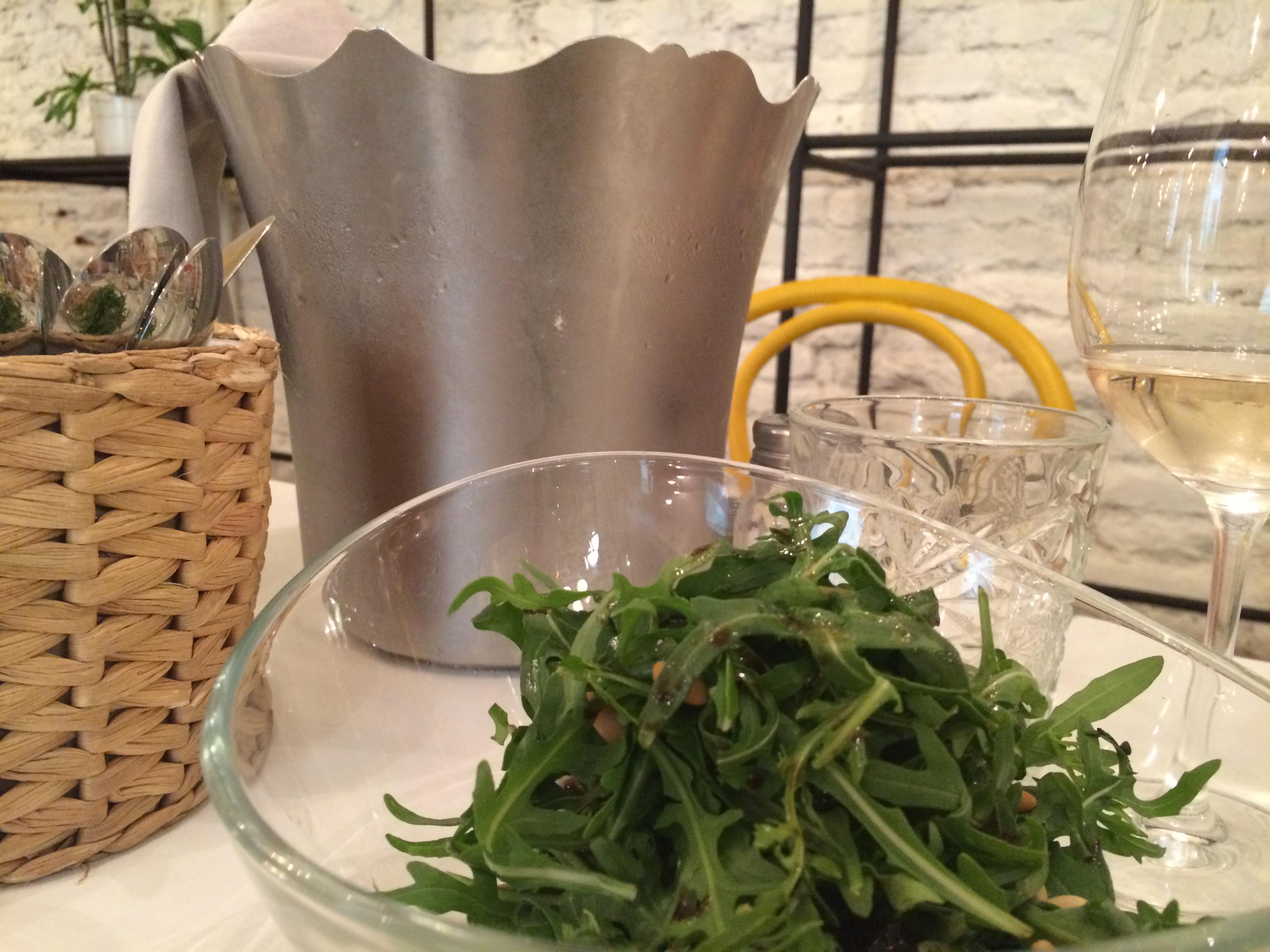Burrata fresca con ensalada de rúcula:  un plato muy fresco e ideal para compartir