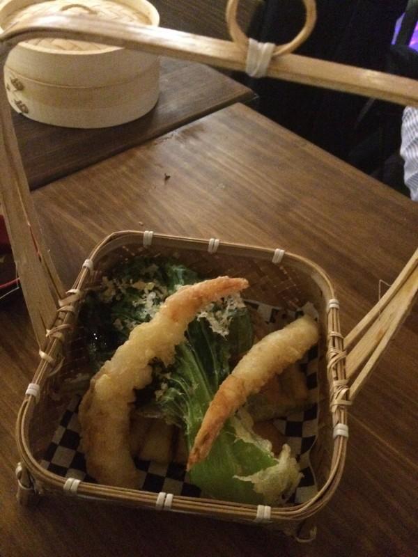 Atención a este tempura de verdura y langostinos