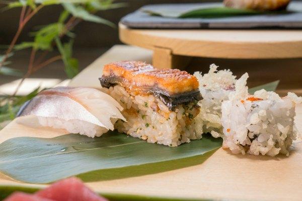 Selección de Sushi en Taro El Plantío Sushi de Caballa, exclusivo de Taro-El Plantío, Battera de Anguila, Atún picante Maki. Mucho más que la típica tabla de sushi variado.