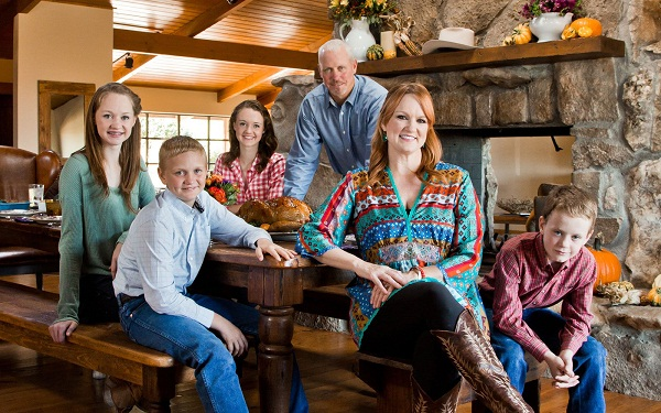 11-17-ree-drummond-ranch-thanksgiving-cover-slideshow