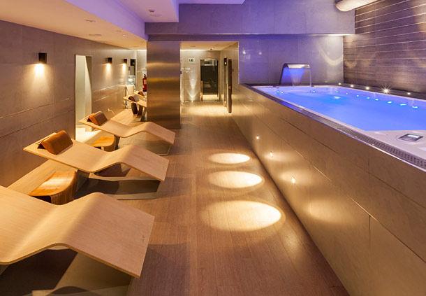 El Hotel AC Baqueira, además de buena ubicación, tiene un pequeño spa.