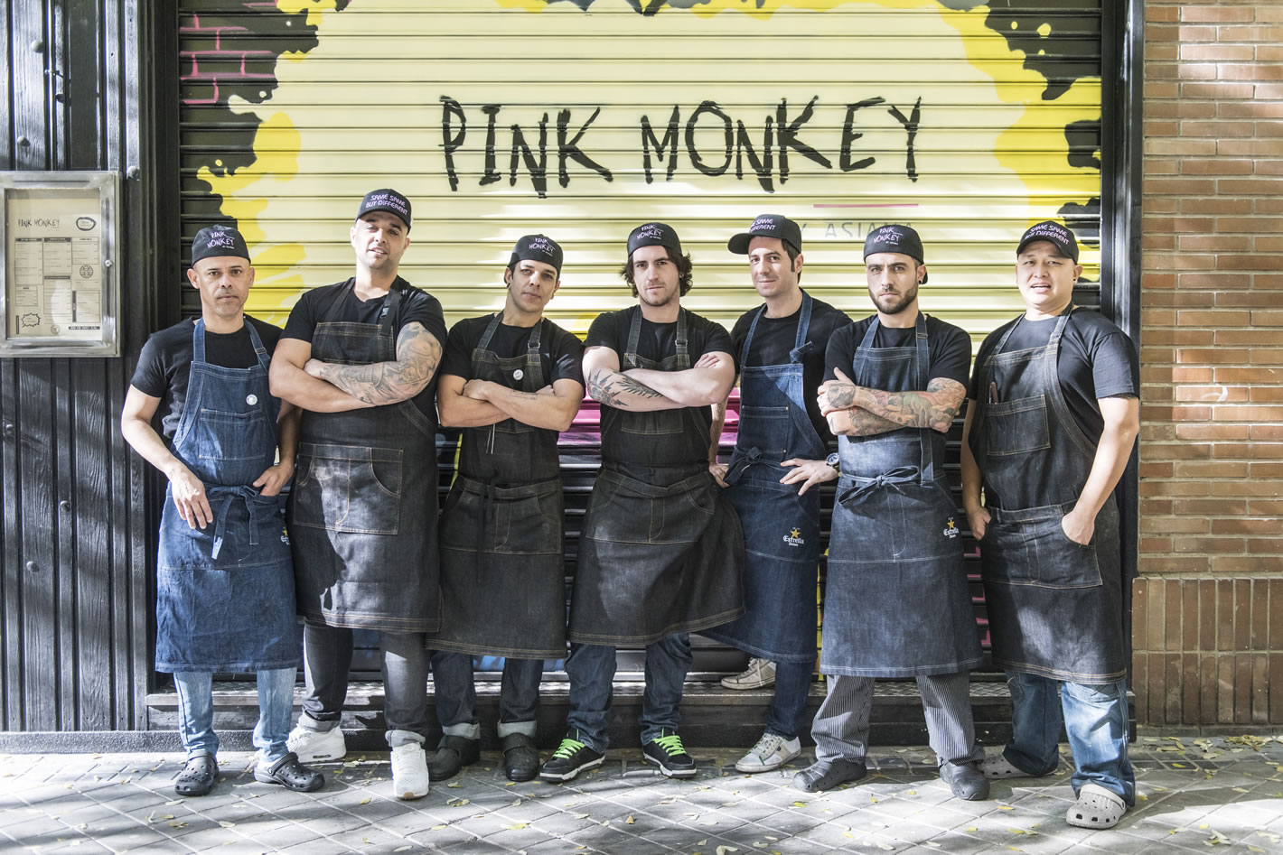 Pink Monkey equipo