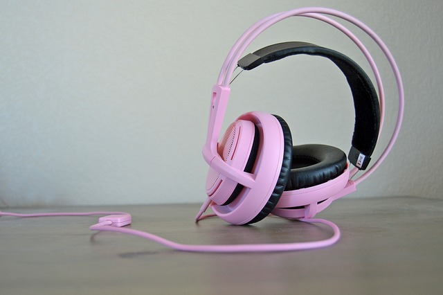 headphones-814055_640