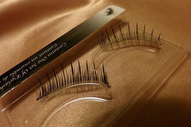 eyelashes-315626_640