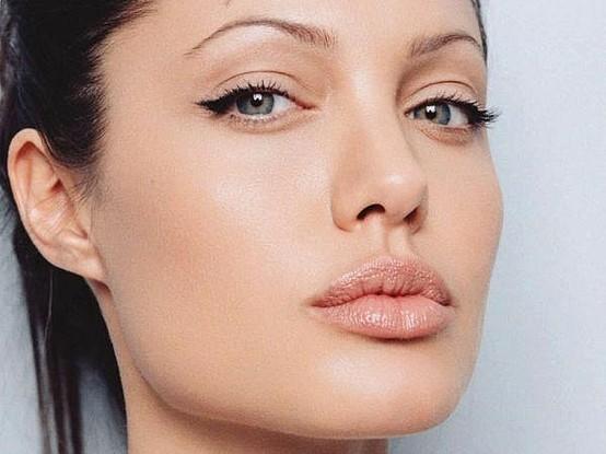 angelina eyeliner