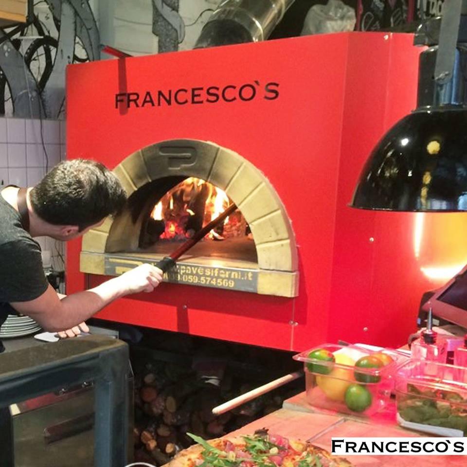 ¡Estas pizzas sin duda son para compartir en buena compañía! Cuestan entre 10 y 15€ en función de los ingredientes