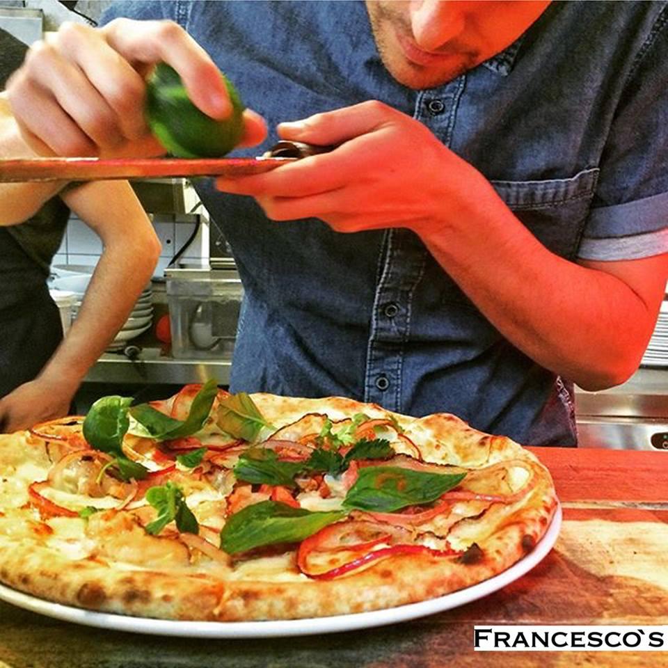 La masa de Francesco´s Francesco's tiene una fermentación de 48 a 72 horas para obtener una textura más ligera