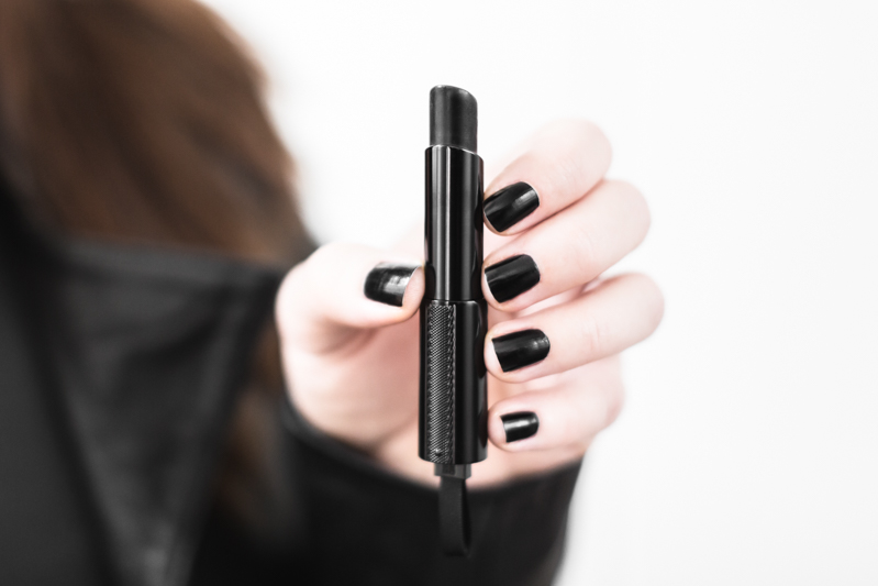 labios negros givenchy-rouge-interdit-vinyl-review-avis-copyright-Pauline-paulinefashionblog.com-2 2